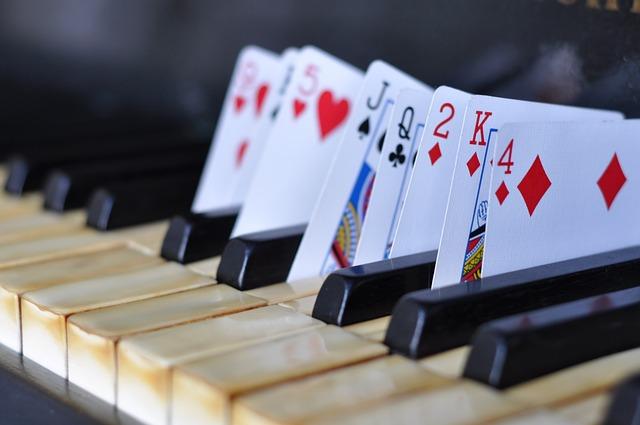 Karty v klavíru