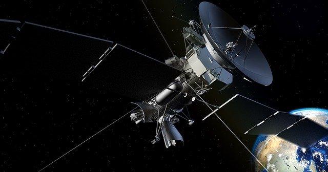 satelit ve vesmíru
