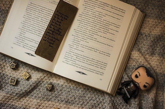 kniha a záložka