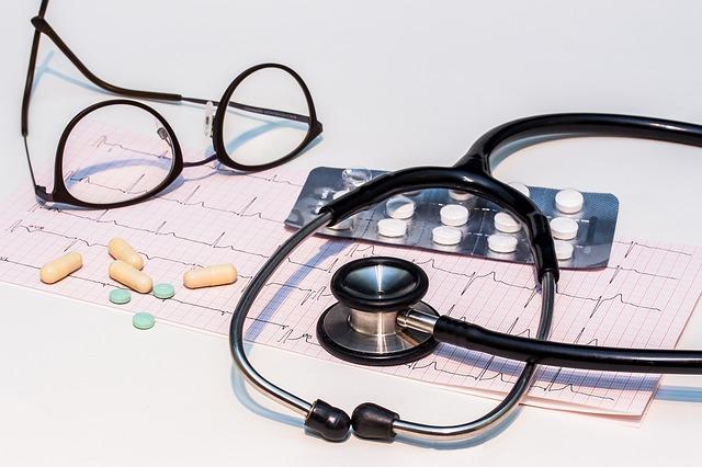 elektrokardiogram a stetoskop.jpg