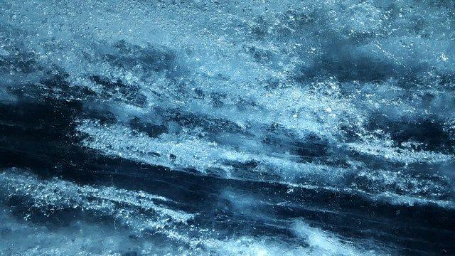 zmrzlá voda